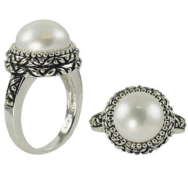 white cultured freshwater button shaped pearl ring in