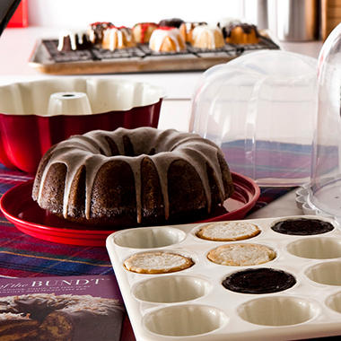Nordic Ware® Essential Bundt Kit