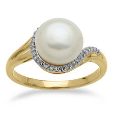 9mm Freshwater Cultured Pearl Ring with 0.08 CT. T.W. Diamonds in 14K Yellow Gold