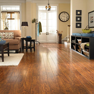 Traditional Living® Premium Laminate – Timberlake Oak; 10mm thick – 1 pk.