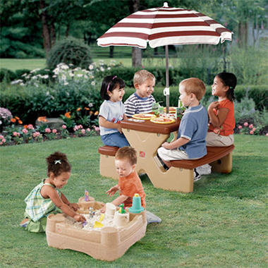 Step2 All-Around-Sandbox w/Picnic Table & Umbrella