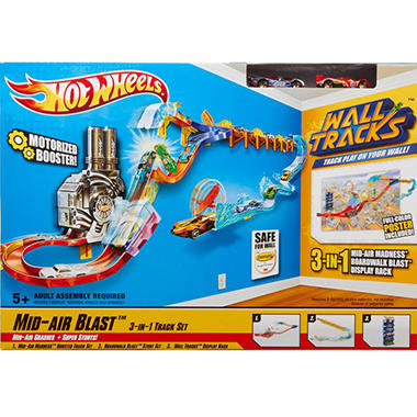 Hot Wheels� Wall Tracks? Mid-Air Blast Buildup