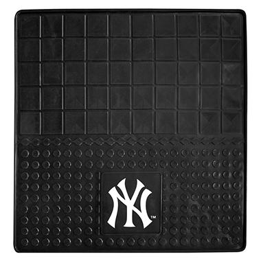 "MLB New York Yankees Heavy-Duty Vinyl Cargo Mat - 31"" x 31"""