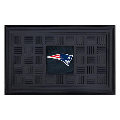 "NFL New England Patriots Medallion Door Mat - 19"" x 30"""