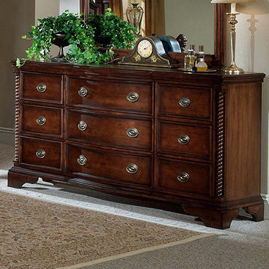Williamsburg Nine Drawer Dresser