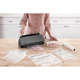 FoodSaver Multi-Use Food Preservation System with Built-in Handheld Sealer