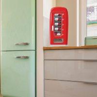 Frigidaire 10-Can Vending Machine