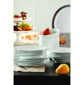 Member's Mark 24-Piece Porcelain Dinnerware Set