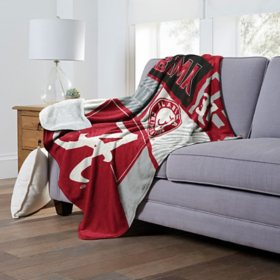 """Officially Licensed NCAA Cloud Throw Blanket with Sherpa Back, 60"""" x 70""""(Assorted Teams)"""