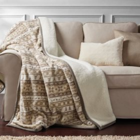 "Member's Mark Oversized Cozy Throw, 60"" x 72"" (Assorted Colors)"