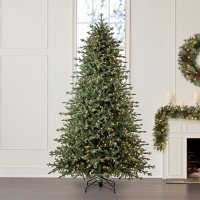 Member's Mark 9' Linden Spruce Christmas Tree
