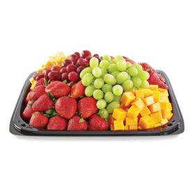 Member's Mark Fruit and Cheese Party Tray with Strawberries (priced per pound)