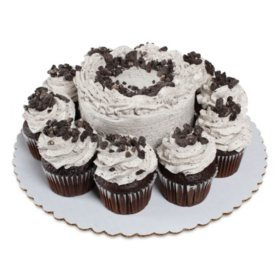 Members Mark Cookies N Creme 5 Chocolate Cake With 10 Cupcakes