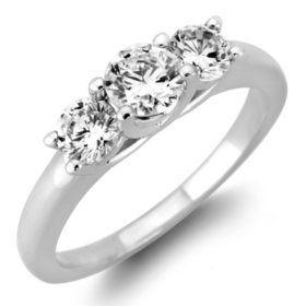 0.96 CT. T.W. Round  Diamond 3-Stone Ring in 14K White or Yellow Gold (H-I, VS2)