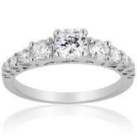 Superior Quality Collection 1.0 CT. T.W. Diamond Graduating Three Stone Ring in 18 Karat White Gold (I, VS2)