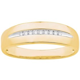 0.06 CT. T.W. Men's Diamond Wedding Band in 14k Yellow Gold