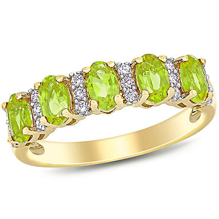 1.2 CT. T.G.W. Peridot and 0.16 CT T.W. Diamond 5-Stone Wedding Ring in 14K Yellow Gold