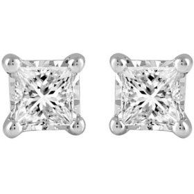 0.30 CT. T.W. Diamond Earrings in 14K Gold