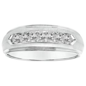 0.47 CT. T.W. Men's Diamond Ring in 14K Gold