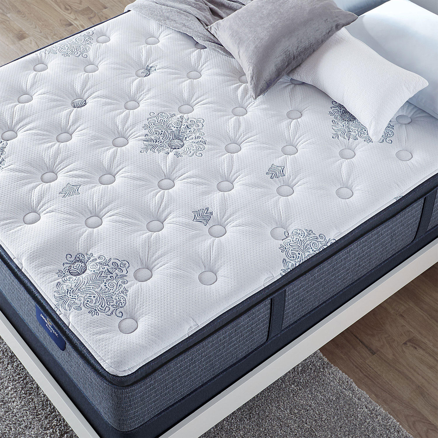 Serta Perfect Sleeper Glenmoor 2.0 Pillowtop Queen Mattress Set