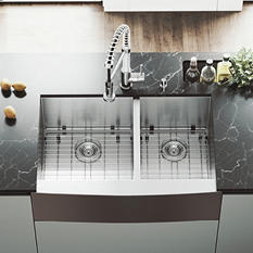 "VIGO 33"" Farmhouse Stainless Steel Kitchen Sink, 2 Grids and 2 Strainers"