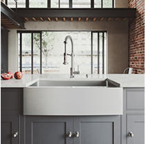 """VIGO 33"""" Bedford Stainless Steel Farmhouse Kitchen Sink, With Grid And Strainer"""
