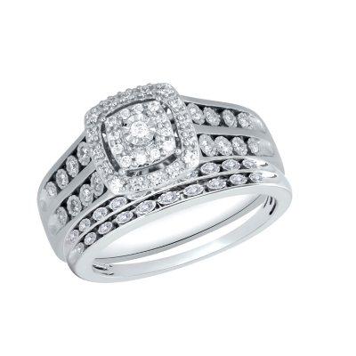 046 CT TW Cushion Shape Frame Design Diamond Trio Wedding Ring