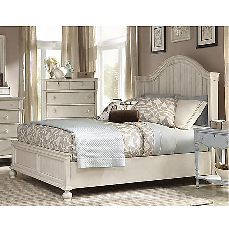 Southington Panel Bed (Assorted Sizes)