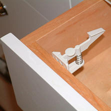 Cardinal Gates Cabinet and Drawer Latch - 25 pk.
